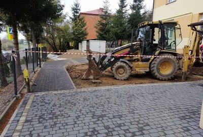 Wykonanie parkingu przy Szkole Podstawowej im. Św. Jana Pawła II w Gliniku