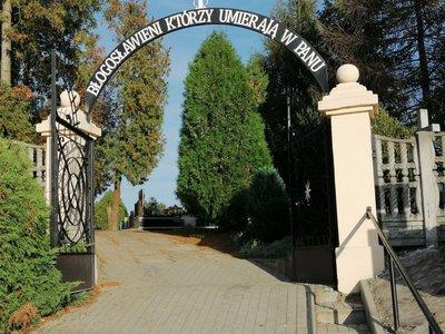 Remont chodnika prowadzącego do kwatery z I Wojny Światowej w Wielopolu Skrzyńskim