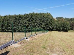 Wykonanie ogrodzenia przy Szkole Podstawowej im. prof. Karola Olszewskiego  w Broniszowie