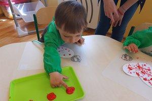 Przygotowanie i wręczenie laurek rodzicom - 093533054.jpg