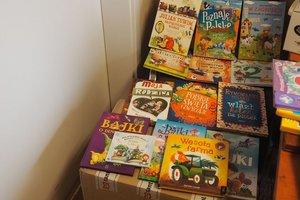 dostawa książek edukacyjnych - 1013936.jpg