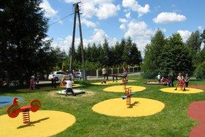 Plac zabaw w Broniszowie - img_1084m.jpg