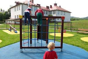 Plac zabaw w Brzezinach-Berdechowie - img_1101.jpg