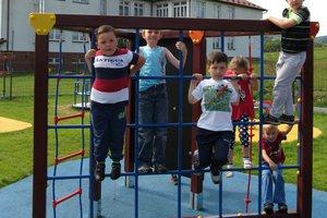 Plac zabaw w Brzezinach-Berdechowie - img_1103.jpg