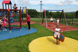 Plac zabaw w Brzezinach-Berdechowie - img_1105.jpg