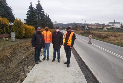 Budowa chodnika dla pieszych przy drodze wojewódzkiej w Wielopolu Skrzyńskim