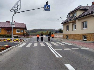 Budowa przejścia dla pieszych na drodze wojewódzkiej 986 Tuszyna - Ropczyce - Wiśniowa, w obrębie rynku w Wielopolu Skrzyńskim