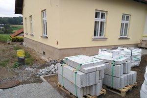 Realizacja Inwestycji - Elewacja budynku oraz izolacja fundamentów - 2018101225011.jpg