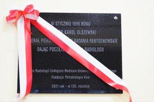 Uroczystość odsłonięcia tablicy pamiątkowej w Szkole Podstawowej im. prof. Karola Olszewskiego w Broniszowie. - p1015417.jpg