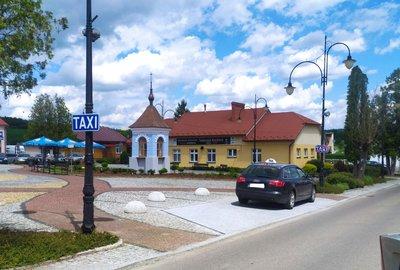"""Urządzenie miejsca postojowego dla """"Taxi"""" w obrębie płyty rynku w Wielopolu Skrzyńskim"""