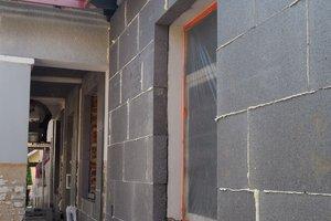 Inwestycja w trakcie realizacji: prace związane z ociepleniem elewacji budynku oraz zabezpieczeniem przeciw-wilgociowym i ociepleniem fundamentów - 20170913_0001.jpg