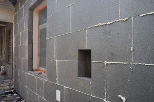Inwestycja w trakcie realizacji: prace związane z ociepleniem elewacji budynku oraz zabezpieczeniem przeciw-wilgociowym i ociepleniem fundamentów - 20170913_0002.jpg