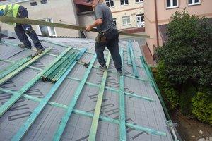Inwestycja w trakcie realizacji: prace związane z wymianą pokrycia dachowego i ociepleniem stropu - 20170635_011.jpg