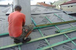 Inwestycja w trakcie realizacji: prace związane z wymianą pokrycia dachowego i ociepleniem stropu - 20170635_012.jpg