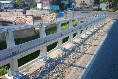 Remont barier na przepuście w ciągu drogi wojewódzkiej 986 Tuszyma - Ropczyce - Wiśniowa w km 35+721 w miejscowości Wielopole Skrzyńskie