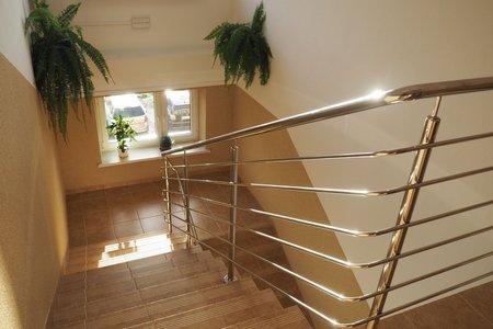 przebudowa klatki schodowej w części budynku Urzędu Gminy Wielopole Skrzyńskie
