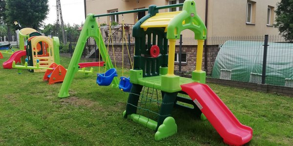"""Urządzenie placu zabaw dla Gminnego Żłobka """"Maluszek"""" powstałego w ramach środków Unii Europejskiej"""