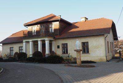 """Przebudowa """"Kantórówki"""" – Ośrodka dokumentacji i Historii Regionu Muzeum Tadeusza Kantora w Wielopolu Skrzyńskim"""