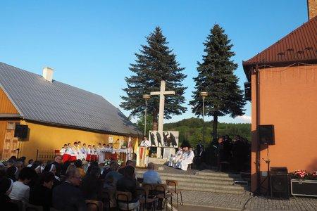 Uroczystość  upamiętniająca  64 rocznicę pożaru kina objazdowego w Wielopolu Skrzyńskim