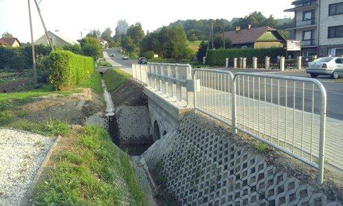 Przebudowa drogi wojewódzkiej w Wielopolu Skrzyńskim poprzez przebudowę przepustu oraz budowę chodnika