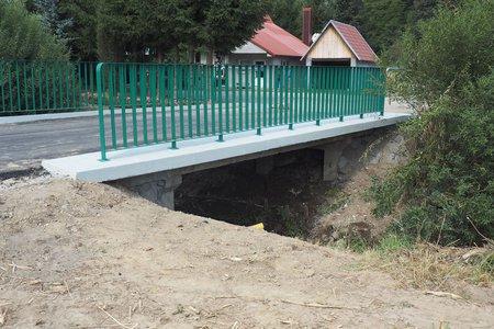 Remont mostu na rzece Wielopolka w miejscowości Nawsie