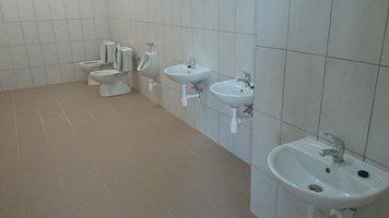 Wykonanie sanitariatów, odnowa sal lekcyjnych i szatni w Szkole Podstawowej w Wielopolu Skrzyńskim