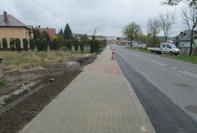 Budowa chodnika dla pieszych wzdłuż drogi wojewódzkiej nr 986 w miejscowości Wielopole Skrzyńskie