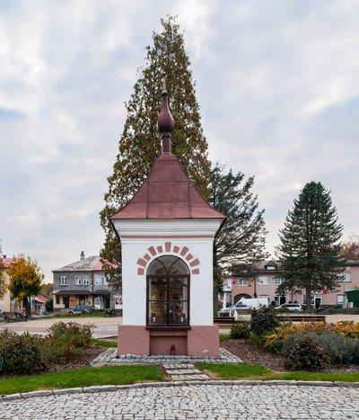 Odnowa – remont konserwatorski zabytkowej kapliczki św. Sebastiana i św. Floriana zlokalizowanej na rynku w Wielopolu Skrzyńskim